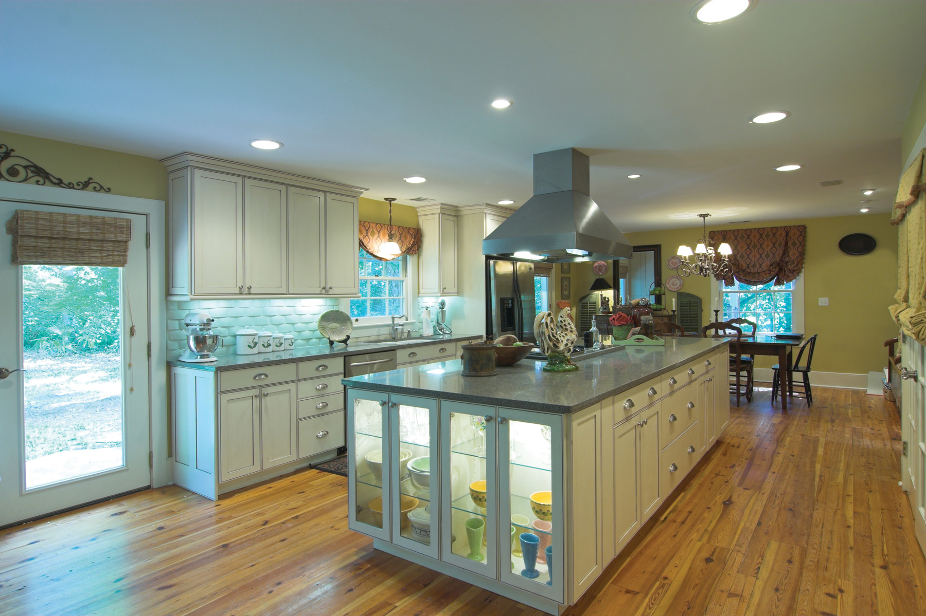 Using Under-Cabinet and Task Lighting For Function and Elegance