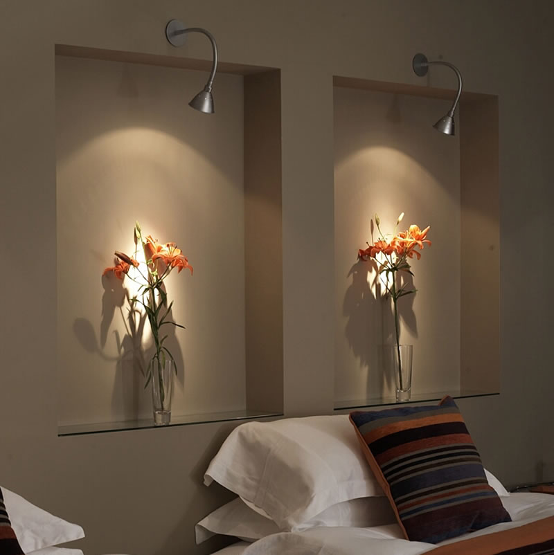 Flexilight-artwork-light-in-bedroom1