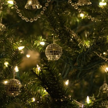 christmas-trees-and-lights-keeping-your-christmas-tree-lights-shining-bright-39493